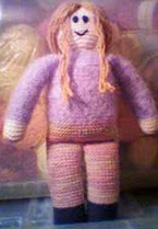 http://translate.googleusercontent.com/translate_c?depth=1&hl=es&rurl=translate.google.es&sl=en&tl=es&u=http://www.knitting-and.com/knitting/patterns/toys/easy-knit-doll.htm&usg=ALkJrhjsFSlcmXKKRWB0suoAIlKxNKaz-Q
