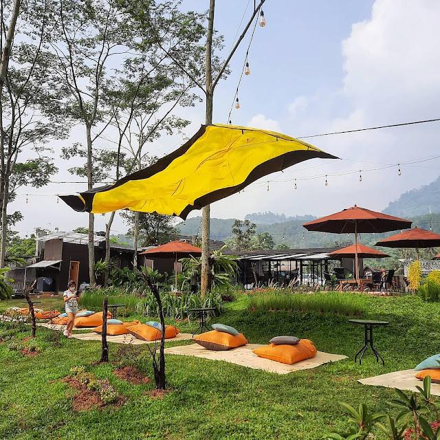 Jatuh Hati Cafe Sentul - Review Harga Menu, Daya Tarik & Lokasi