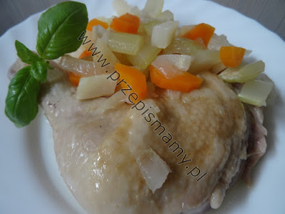 Udka z kurczaka gotowane w jarzynach