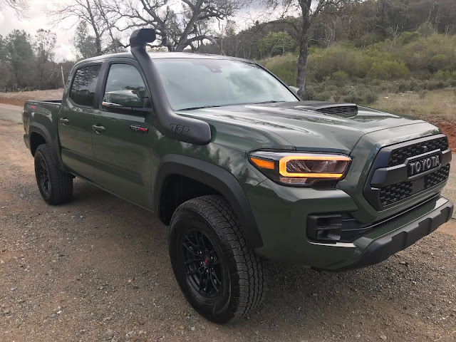 Front 3/4 view of 2020 Toyota Tacoma TRD PRO