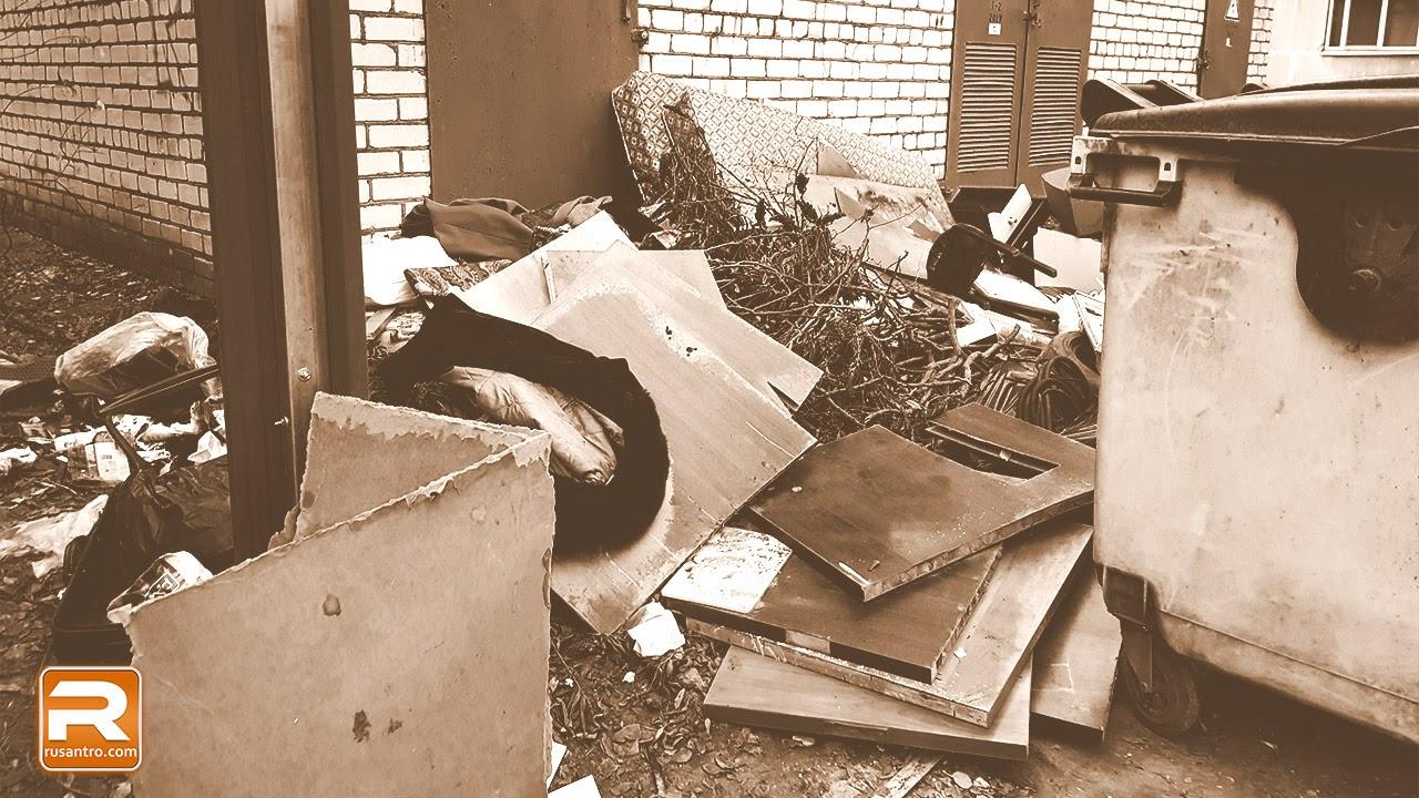 Iedzīvotāju atkritumi sagāzti pie elektrības transformatora ēkas