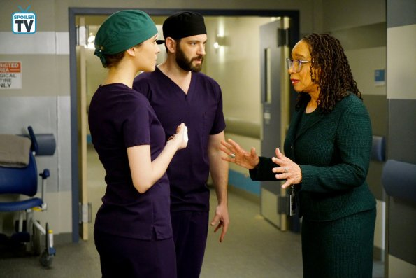 "NUP 185448 0198 595 Spoiler%2BTV%2BTransparent - Chicago Med (S04E13) ""Ghosts In The Attic"""