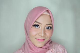 KARTINI ORGANISASI : Sosok Ayum Fitriana, aktivis wanita di beberapa organisasi dengan mengenakan kebaya (pakaian adat Jawa Tengah). [Dokumen Pribadi]
