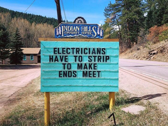 Hilarious Road Signs In Colorado Every Pun-Lover Will Adore