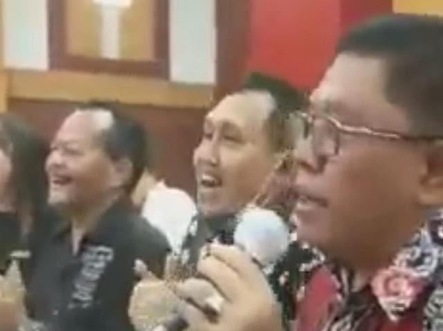Viral Video Wali Kota Blitar Nyanyi Sambil Joget Tanpa Masker