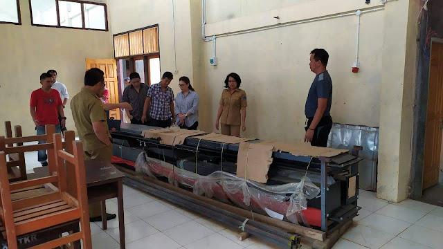 Kunker Dapil Sulut, Vanda Sarundajang  Pastikan bantuan Sarpras dan PIP diterima Sekolah di Kota Tomohon