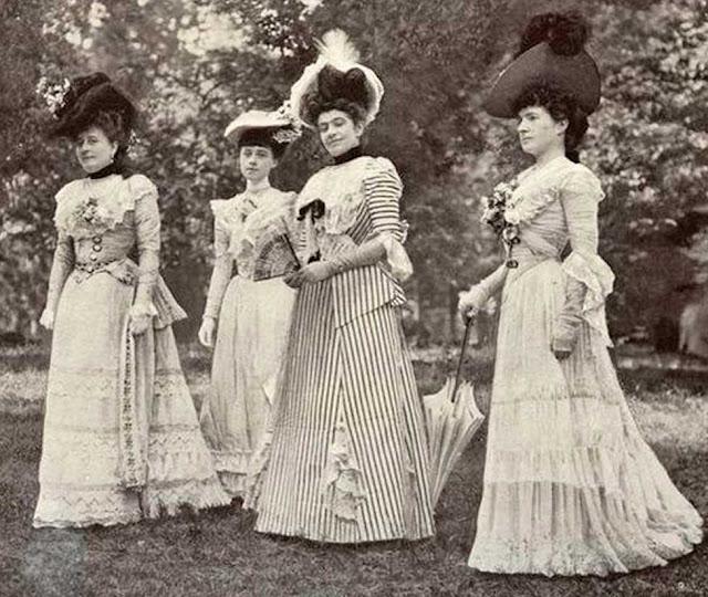 Mulheres em passeio em 1901