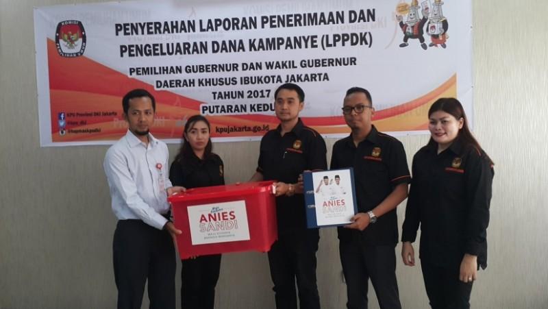 Tim Anies-Sandi menyerahkan laporan keuangan kampanye
