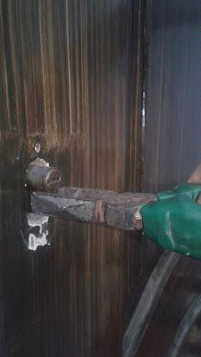 تبديل سلندر باب الشقة ( تغيير قلب كالون باب الشقة إذا كان عالقا ولا يمكن إخراجه )