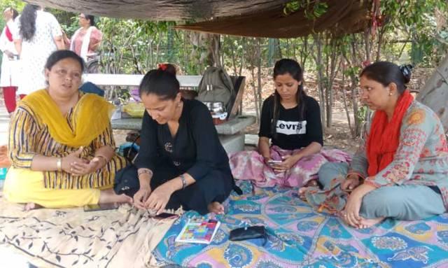Women Helpline Number 181 की महिलाकर्मी सड़क पर, केजरीवाल सरकार सुस्त