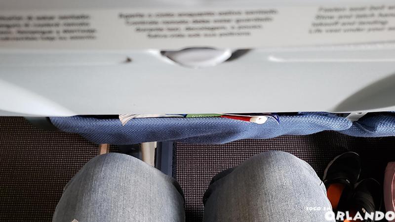 Espaço disponível para as pernas no voo da LATAM.
