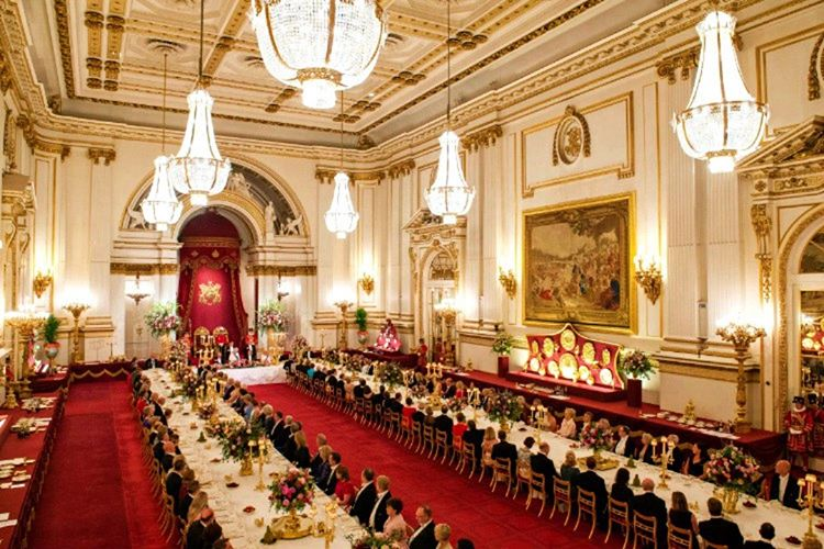 Buckingham Sarayı'nın mutfağında hergün farklı yemekler yapılmaktadır, artan yemekler asla israf edilmemektedir.