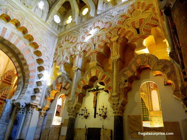 Elementos mouriscos e cristãos no interior da Mesquita de Córdoba