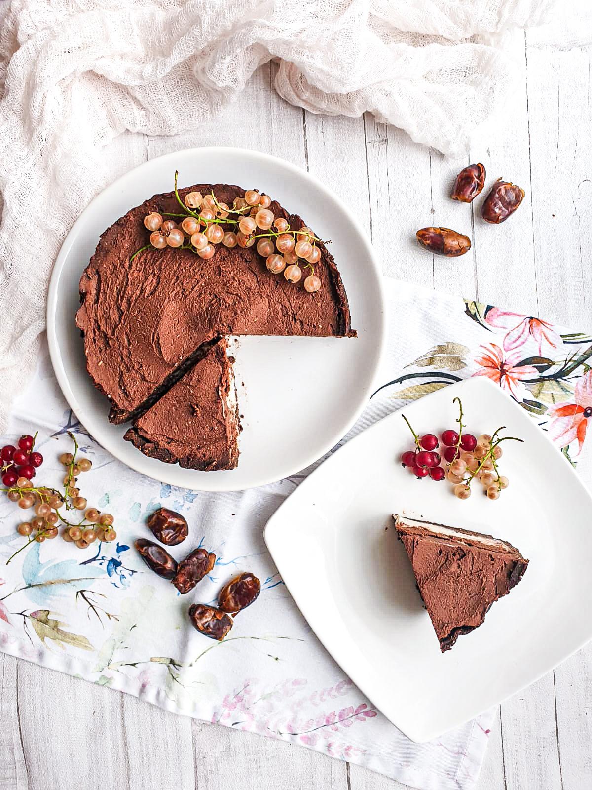 Mocno czekoladowa tarta na spodzie bez pieczenia