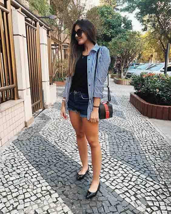 Camisa listrada feminina e short jeans