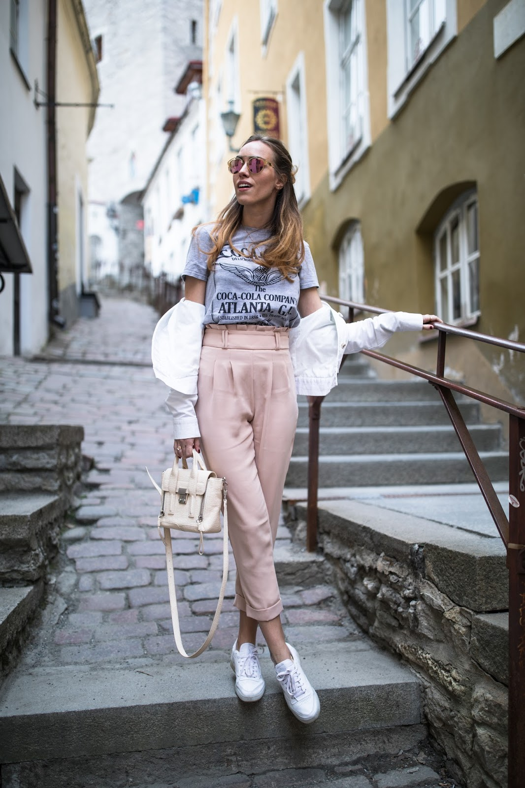 high waist pants tshirt outfit