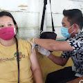 Keren, di Desa Muntei Vaksin Dulu Baru Ambil BLT