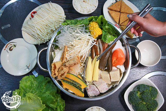 楠梓辣匠店的超棒湯頭,剝皮辣椒加上酸白菜鴛鴦鍋,素友們也能享受到的火鍋豐富感-辣匠楠梓店