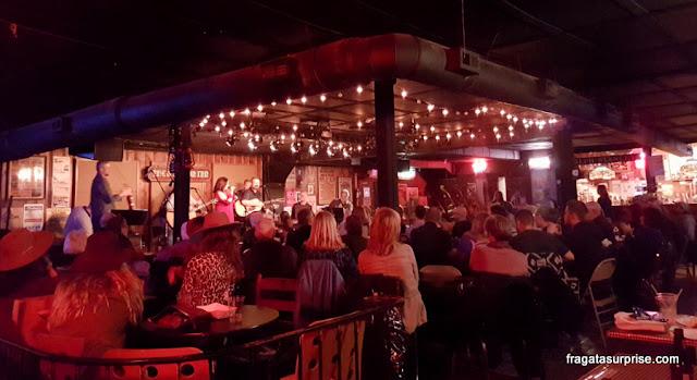 Show de música country em Nashville, no bar The Station Inn