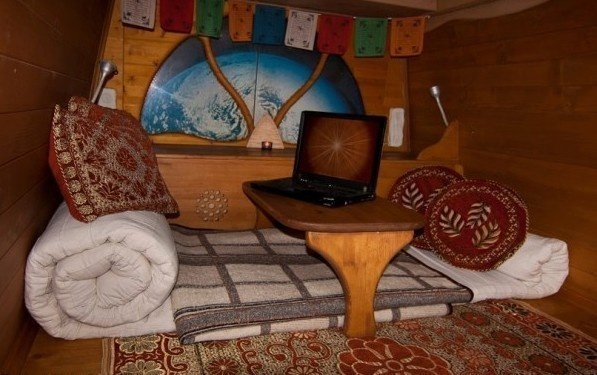 Who wouldn't want to while away the hours, lounging on these pillows. - Amazing Off-Grid Traveling Home Was Made Out Of An Old Van… Wait Till You See The Inside.