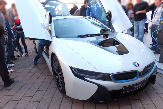BMW-i8-open-door