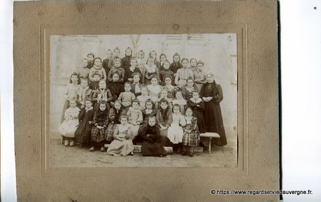photo ancienne, école de filles, Châteldon, Puy-de-Dôme.