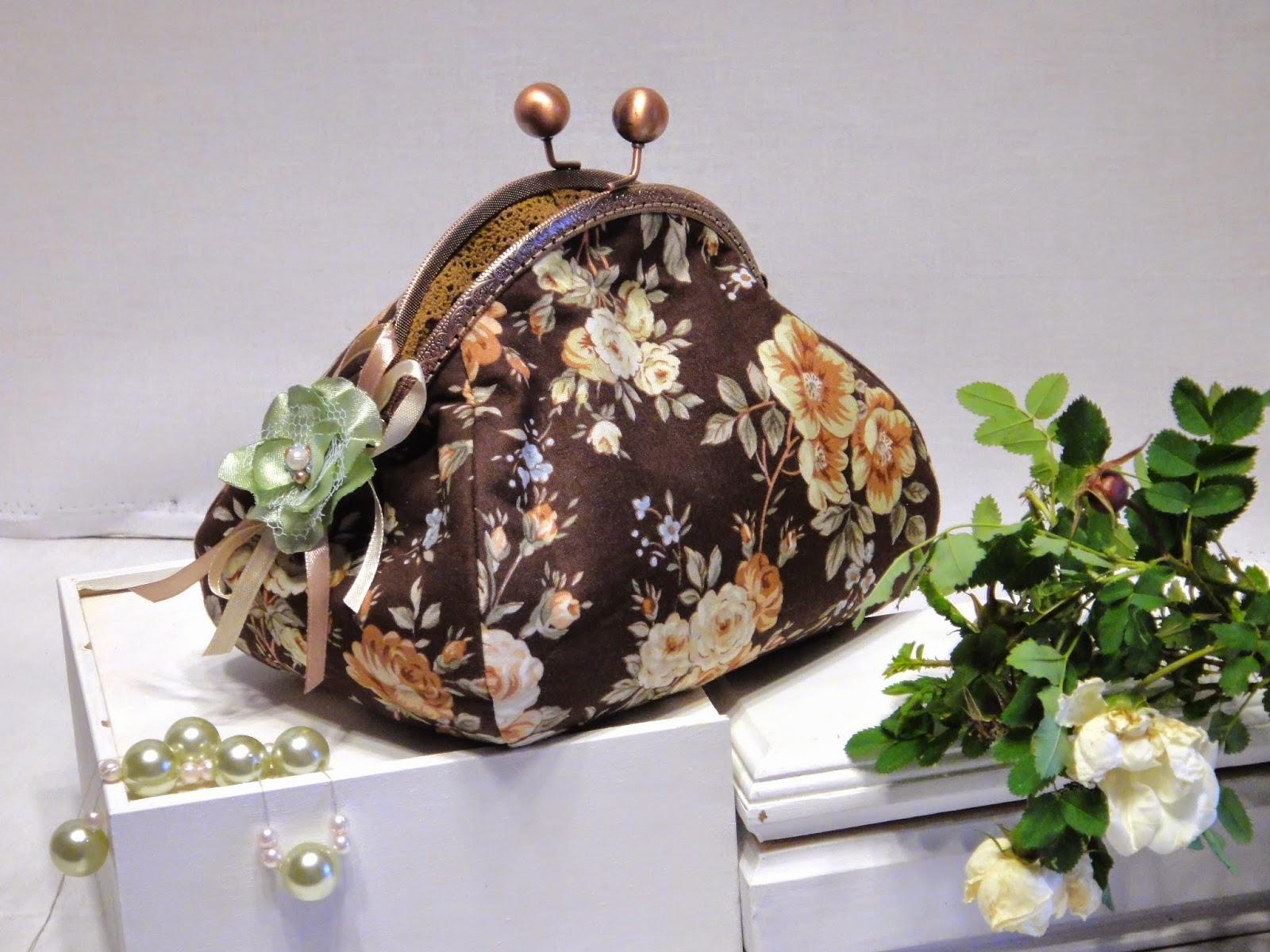 Дамская косметичка Шоколадное шебби: розы на коричневом фоне