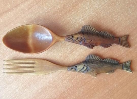 деревянные ложка и вилка в подарок рыбаку
