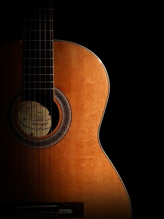 penyebab gitar akustik berdengung