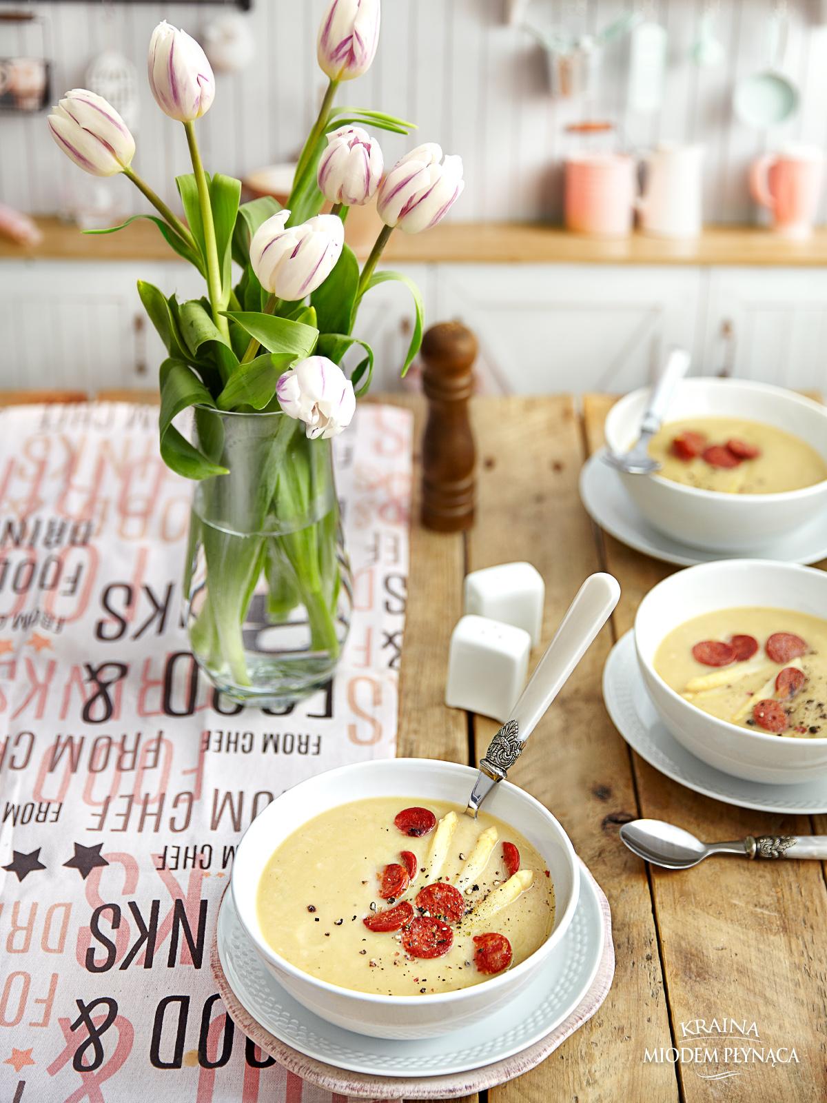 zupa szparagowa, krem szparagowy, krem ze szparagów, zupa-krem ze szparagów, pomysł na szparagi, tani obiad, szybki obiad, kraina miodem płynąca