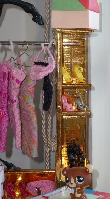 DIY - Casa da Barbie - Closet Para Bonecas Barbie, Monster High, Susi  por Pecunia MillioM prateleiras de canto