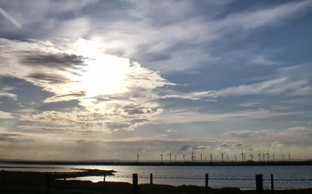 Giant wind farm at Little Cheyne Court in the Romney Marshes, Kent/East Sussex border, England