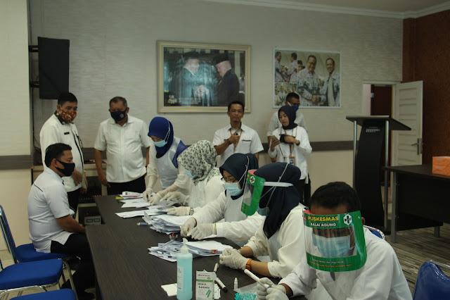 Minimalisir Penularan COVID-19, Dikbud Muba Lakukan  Rapid Test Seluruh Staf
