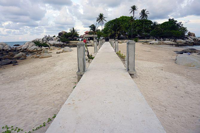 Jembatan cor menuju Parai Tenggiri
