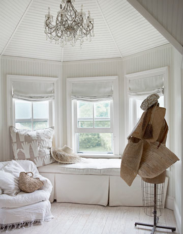 white color window seat | Read & White in the Hamptons
