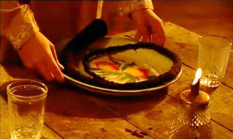 Tak Ingin Menjadi Istri Durhaka, Wanita Ini Selalu Siapkan Cemeti Di Meja Makan Suaminya