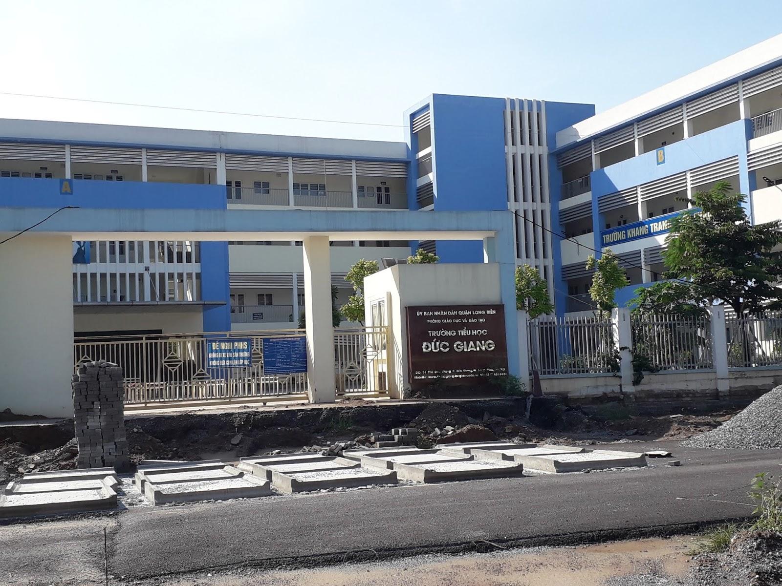 Trường tiểu học Đức Giang.