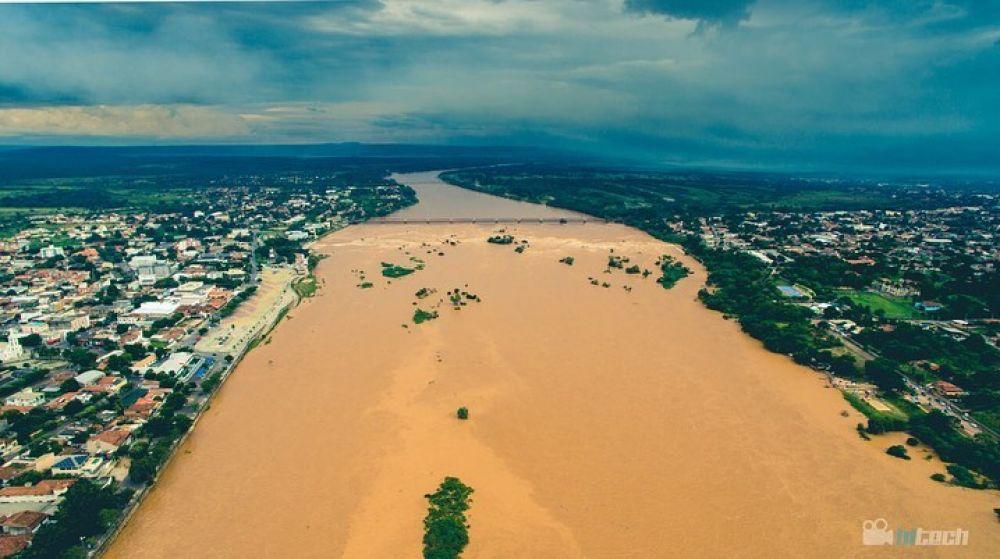 Cheia do rio São Francisco coloca moradores do Norte de Minas e Bahia em alerta