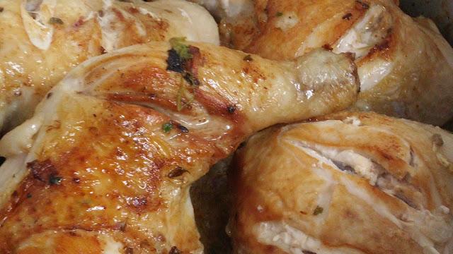 pollo marinado con ajo y perejil ys u poquito de vinagre