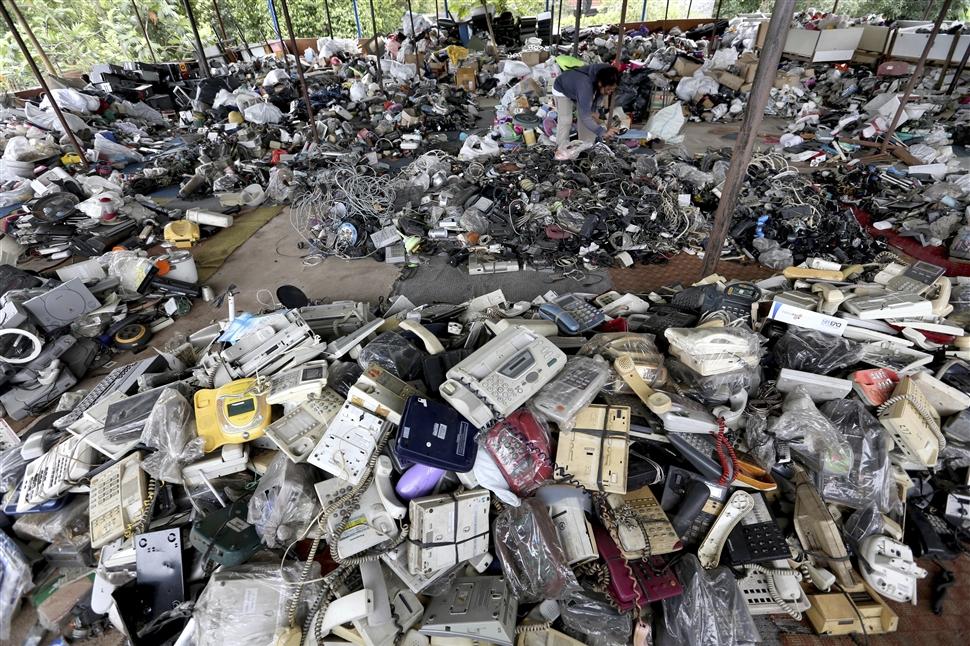 Nguy hại đối với người tiếp xúc trực tiếp với rác thải điện tử