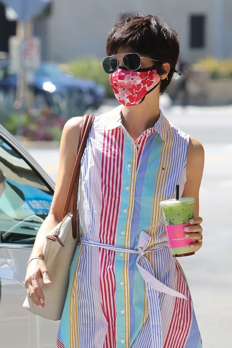 Selma Blair at Alfred's Coffee in Studio City 25 Aug -2020
