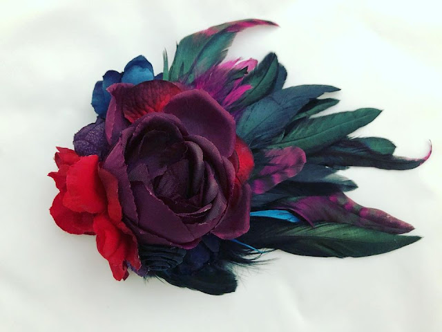 Spectacular fascinator with a blend of dark yet warm hues. Image credit Little Lady Impressions.