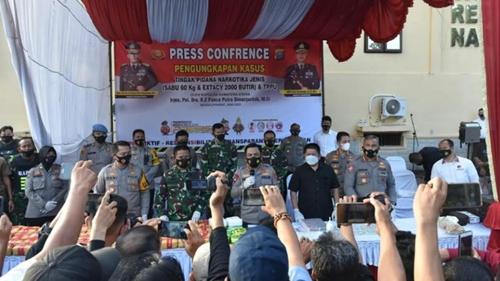 Pangdam I/BB Hadiri Konferensi Pers yang Digelar Polisi terkait Pengungkapan Peredaran Sabu 60 Kg dan 2000 Butir Ekstasi