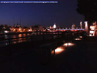 Vista del Támesis por la noche