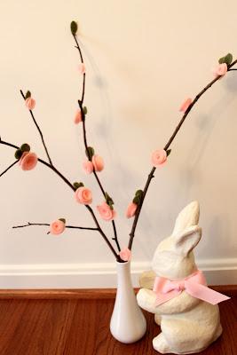 How to make adorable DIY felt flowers.