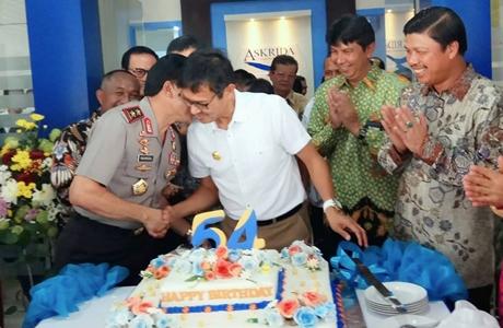 Usai Peresmian Gedung Baru Asuransi Bangun Askrida, Gubernur Irwan Dapat Ucapan Selamat Ultah ke-54