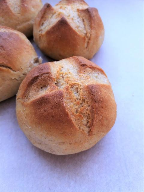 Domowe bułki orkiszowe z mąką jaglaną