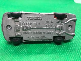 トヨタ クラウン マジェスタ のおんぼろミニカーを底面から撮影