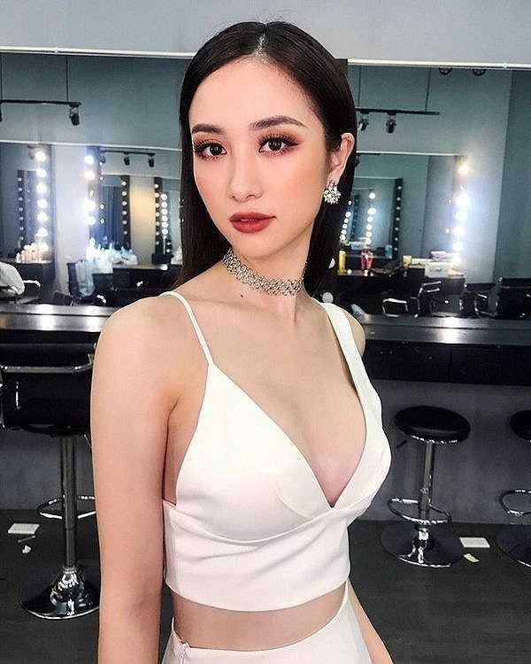 Chịu khó diện bikini và đồ trễ nải khoe vòng 1, thế nhưng, Jun Vũ tuyên bố nâng ngực là để….