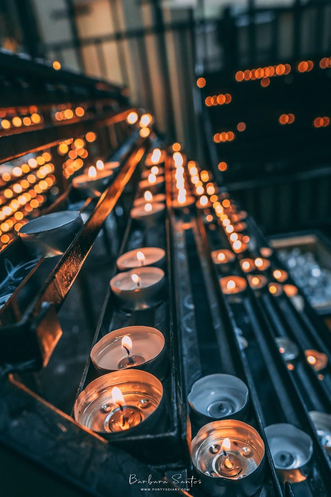 Burning tea candles inside Stephansdom | Vienna - Travel